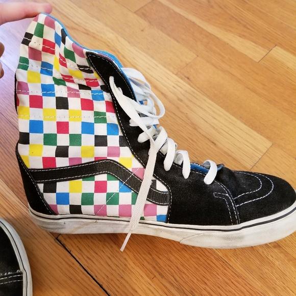 b12d9bfd29c Vans Rainbow Checkered High Top Foldable Shoes. M 5b7f59fdaa87706eccd1288c